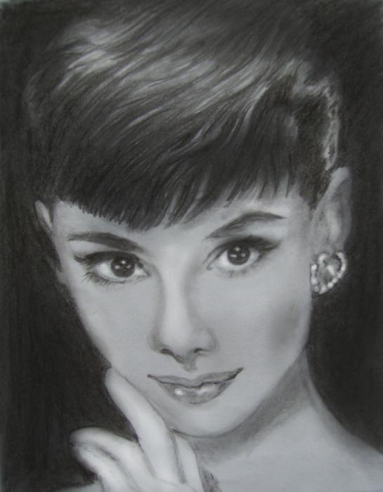 Audrey Hepburn by Phoenixx